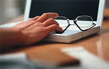 担当者様と協力 → IT導入・運用を支援